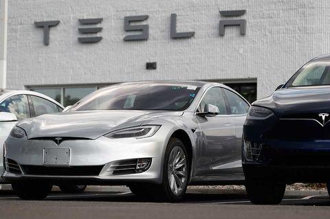 Tesla rusar tvåsiffrigt efter uppgörelse