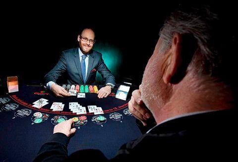 """Jämlikhetskommissionen föreslår """"systembolag"""" för spel"""