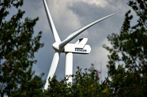 Vindkraftsbolag faller efter analytikersänkning