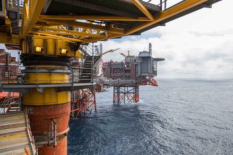 oil-platform-aker-bp-Hakon-Mosvold-Larsen-ntb-tt