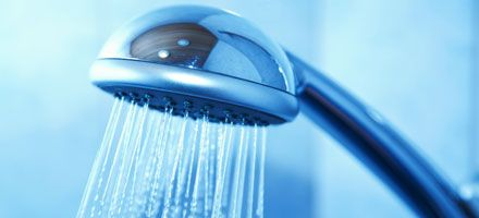 Så sparar du tusenlappar på varmvattnet